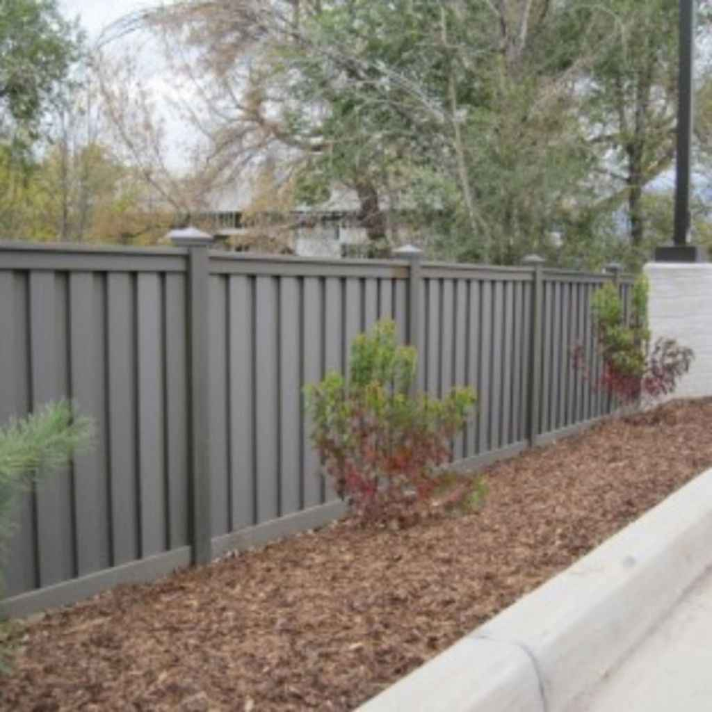 09 easy cheap backyard privacy fence design ideas