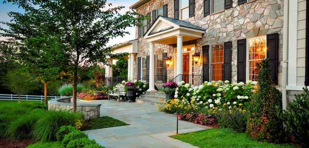 31 simple and beautiful front yard landscaping ideas on a budget