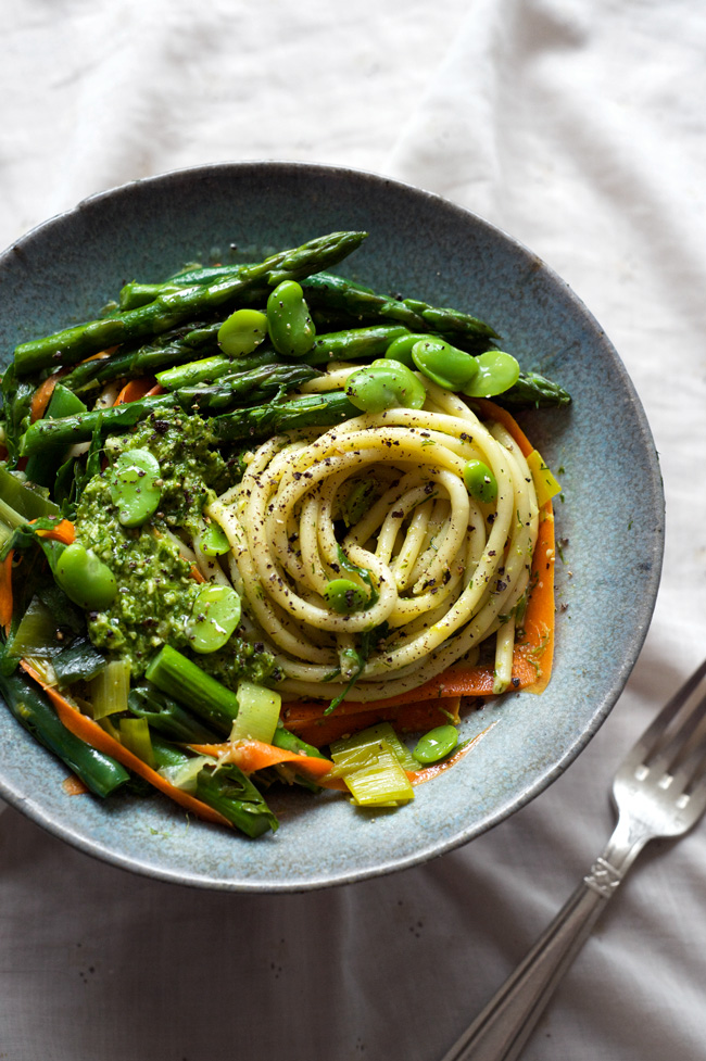 Spring Green Spaghetti with Sunny Dill Pesto | A delicious and easy vegan pasta dish with a fresh dill pesto and loads of seasonal greens