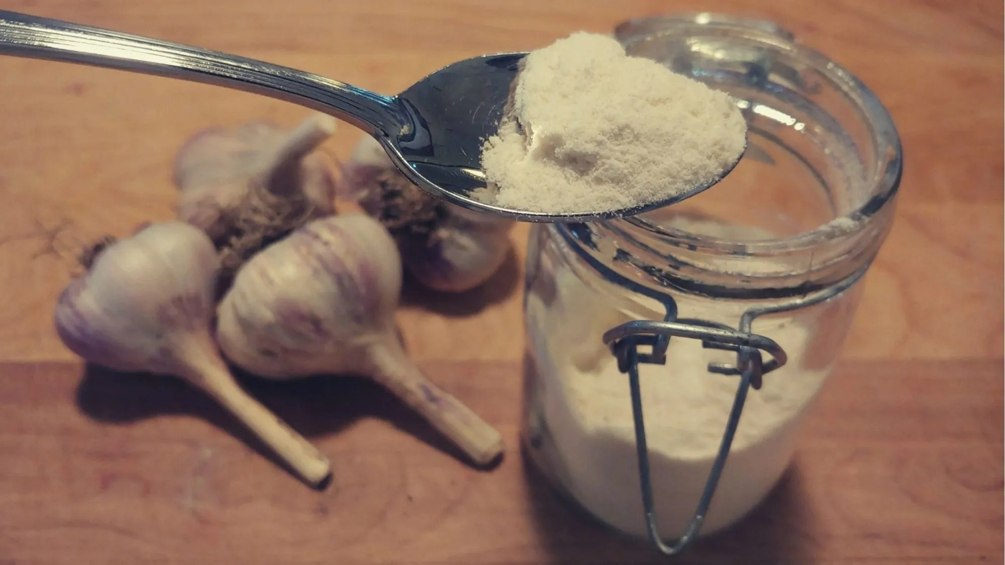 How to Make Garlic Powder