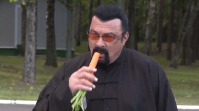 Steven-Seagal-eating-a-carrot-400x225