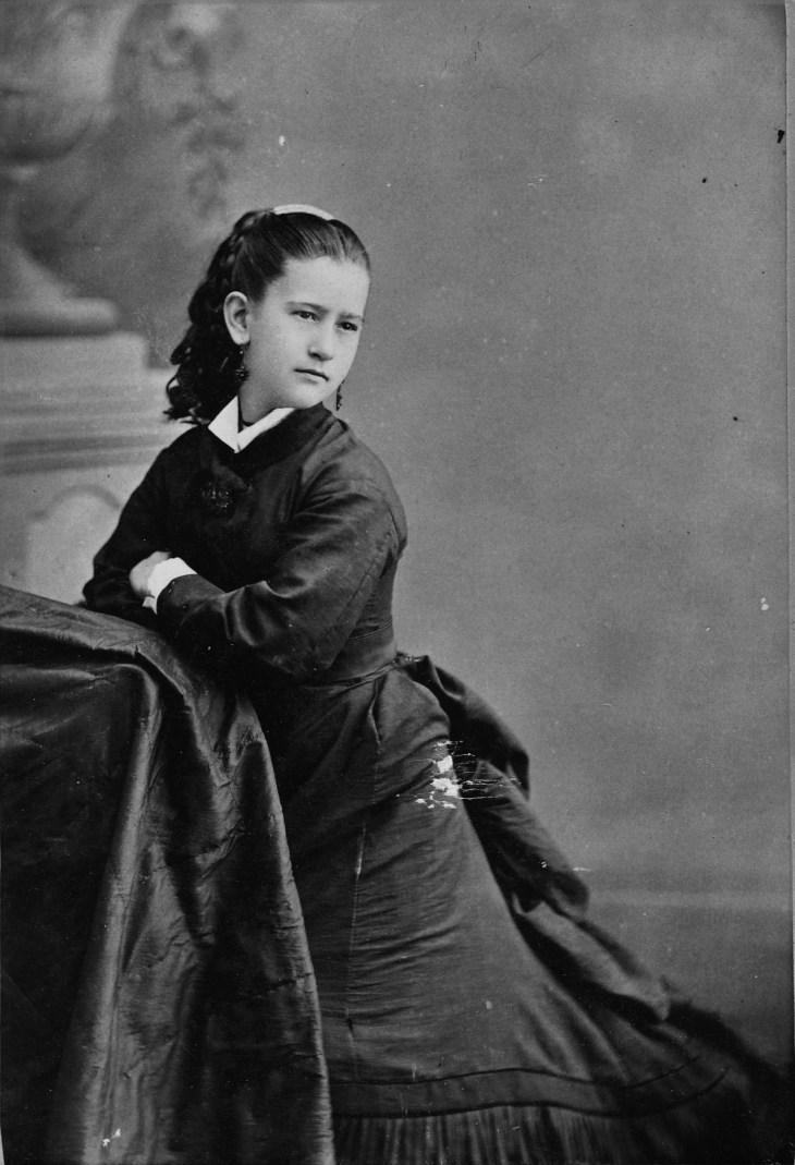 elena-mancera-portrait