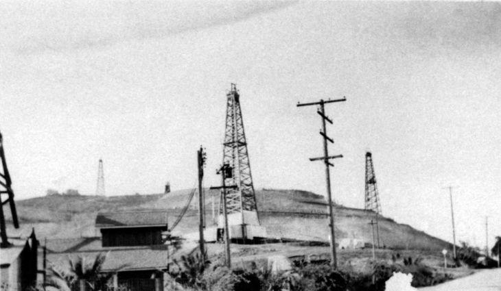 Temple Oil Lease Montebello Looking Southwest 1920s 99.5.27.614