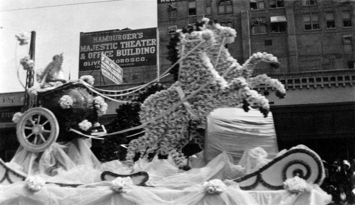 Seven 7 Photos Of Parade In Los Angeles 2008.11.1.1