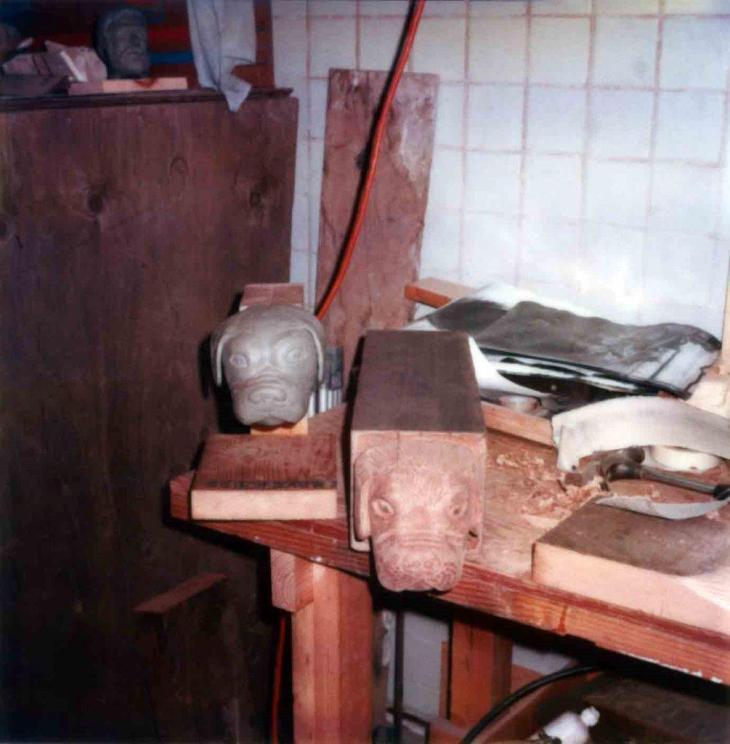 1895La Casa Nueva Courtyard Balcony Buldogs Clay Model And Replica 99.5.33.914