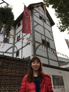 Sarah #1 - Globe in London