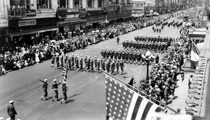 Navy Personnel In Los Angeles Parade 2009.109.1.2