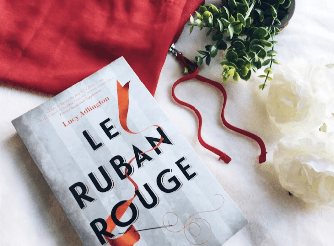 Chronique : Le ruban rouge – Lucy Adlington