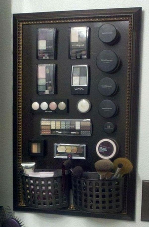 Magnetic makeup organizer