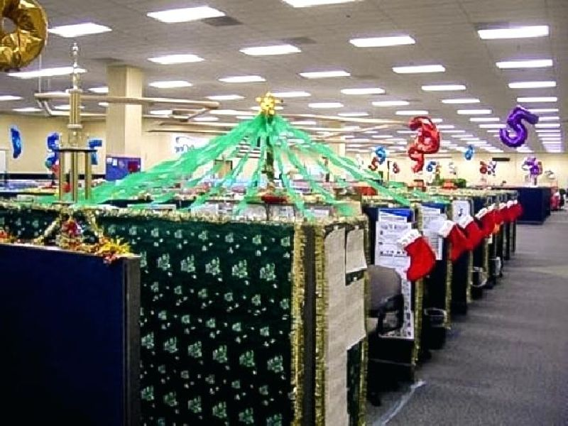 Innovative Christmas Decoration Ideas For Your Corporate Office