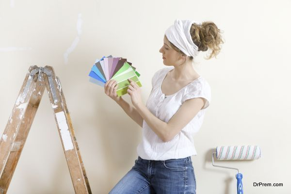 Women looking for wall color