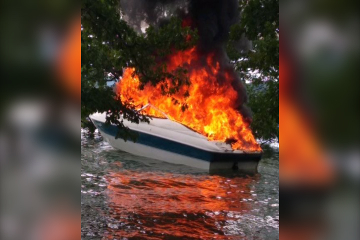 boat-on-fire1