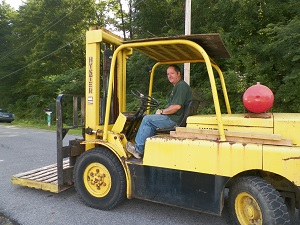 picture of L&M forklift
