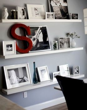50 ++ Amazing Living Room Designs With Floating Shelves 122