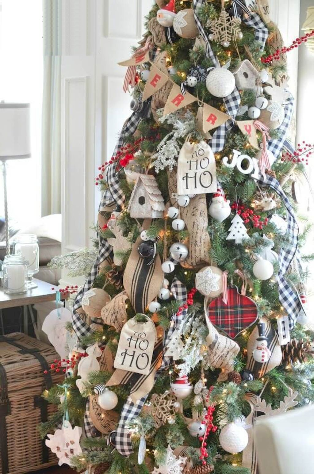 Exquisite Christmas Tree Decoration To Impress Your Guess