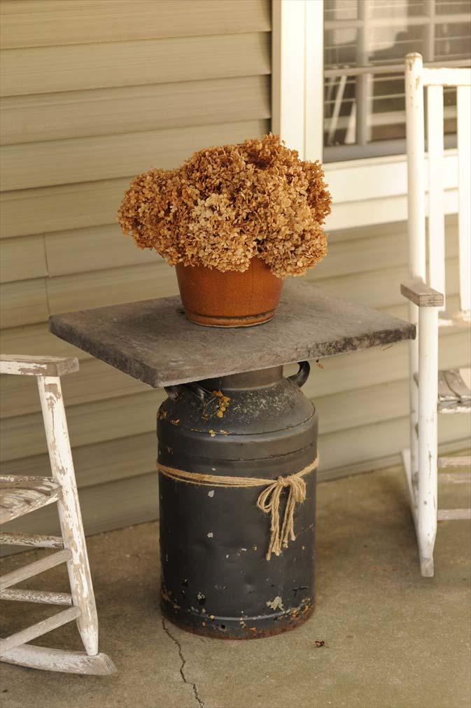 Early Spring Front Porch Farmhouse #farmhouse #rustic #porch #decor #decorhomeideas