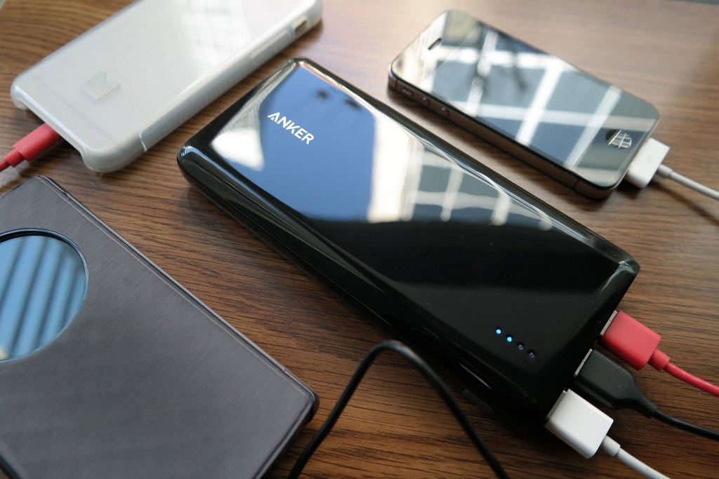 anker_e7_battery_pack_review_charging_multiple_devices