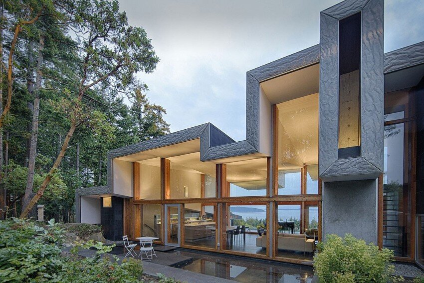 Ridge House Retreat With Large Folding Roof Form