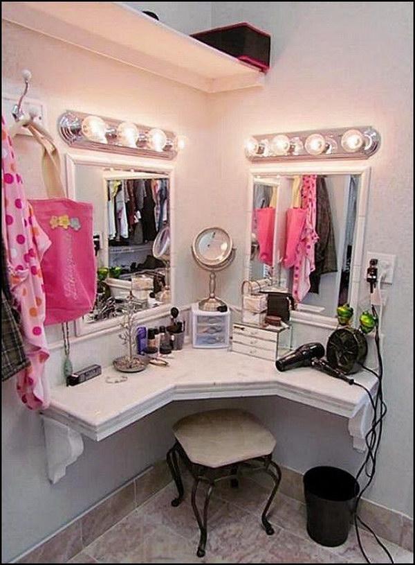 25 Gorgeous Makeup Vanity Ideas 2018 on Makeup Room Design  id=30566