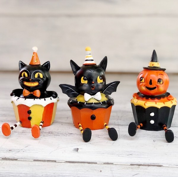 jp Halloween cupcake sitters