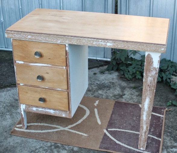 mymakersgrain: renovated retro/beachy desk (sold)