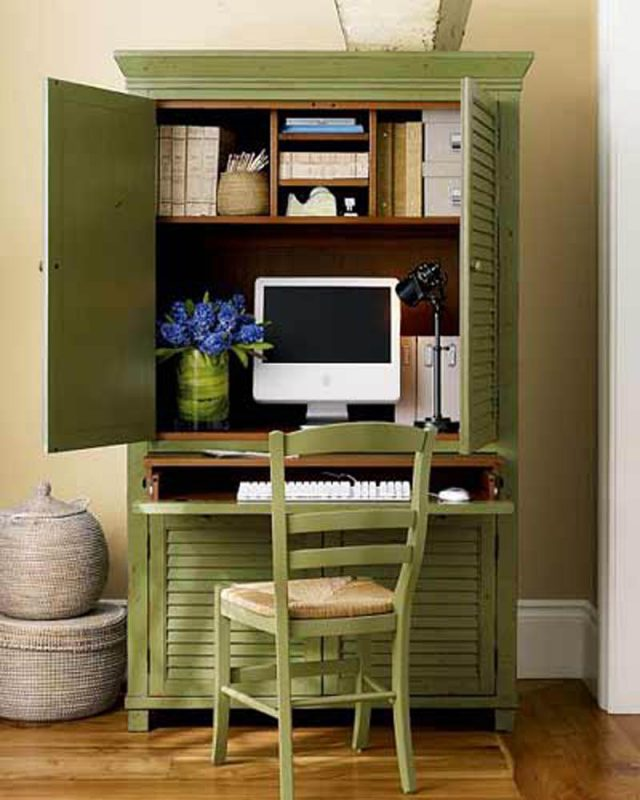 10 Efficient Desks for Small Spaced Home Office