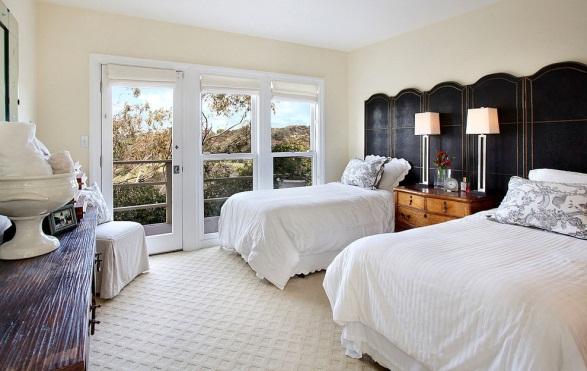 D:\@ARSIP\2020\NOVEMBER\contemporary-bedroom-shelley-starr-interior-design-img_f0c1347902549fbb_9-8005-1-7bf685c.jpg