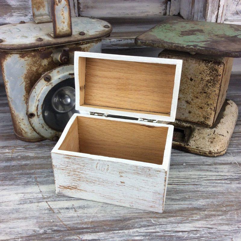RUSTIC RECIPE BOX, Wood Recipe Box, Home And Storage, White Recipe Storage,  Farmhouse Decor, Kitchen Decor… | Rustic recipe box, Kitchen decor, How to  distress wood