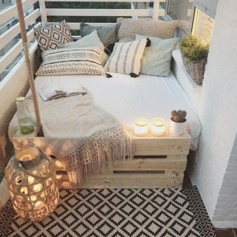 Afordable Summer Balcony Decoration 28