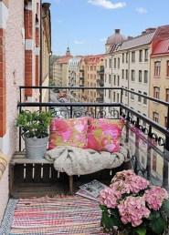 Afordable Summer Balcony Decoration 35