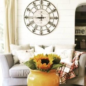 Amazing Ancient Clock At Llivingroom 02