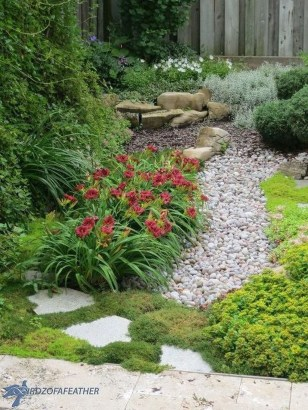 Amazing Low Maintenance Garden Landscaping Ideas 20