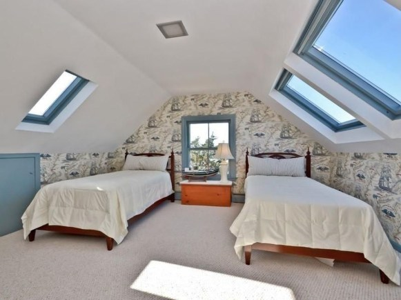 Awesome Traditional Attic You Can Try32