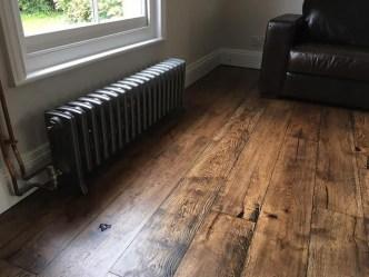 Inspiring Rustic Wooden Floor Living Room Design39