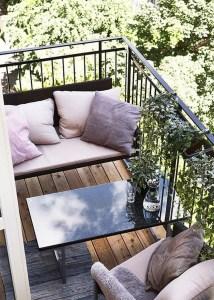 Awesome Small Balcony Garden Ideas24