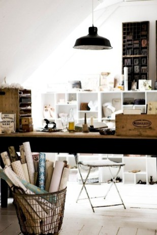 Simple Desk Workspace Design Ideas 11