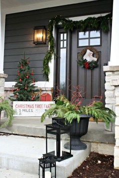 Amazing Farmhouse Winter Decoration Ideas34