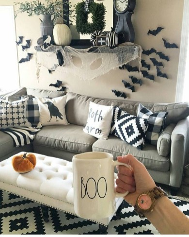 Attractive Diy Halloween Living Room Decoration Ideas12