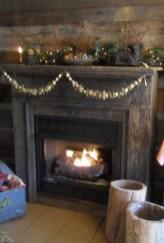 Fantastic Winter Mantle Decoration Ideas05