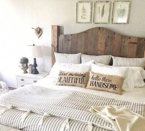 Romantic Rustic Farmhouse Bedroom Design And Decorations Ideas05