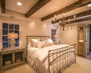 Romantic Rustic Farmhouse Bedroom Design And Decorations Ideas10