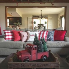 Amazing Farmhouse Christmas Decor30