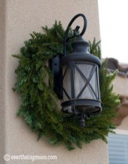 Amazing Outdoor Christmas Ideas For Porch Décor05