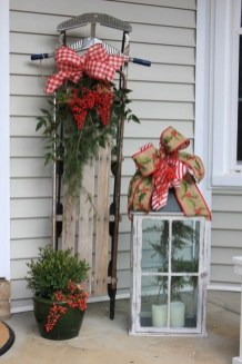 Amazing Outdoor Christmas Ideas For Porch Décor08