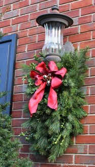 Amazing Outdoor Christmas Ideas For Porch Décor09