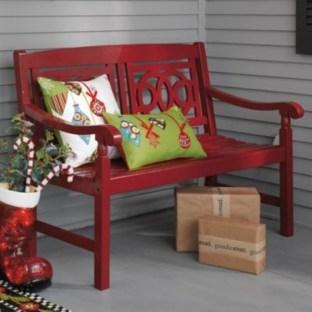 Amazing Outdoor Christmas Ideas For Porch Décor36