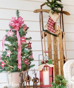 Amazing Outdoor Christmas Ideas For Porch Décor43