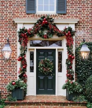 Amazing Outdoor Christmas Trees Ideas 06