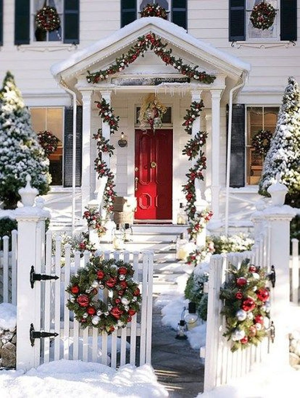 Amazing Outdoor Christmas Trees Ideas 15