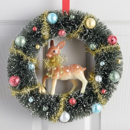 Brilliant Christmas Front Door Decor Ideas08